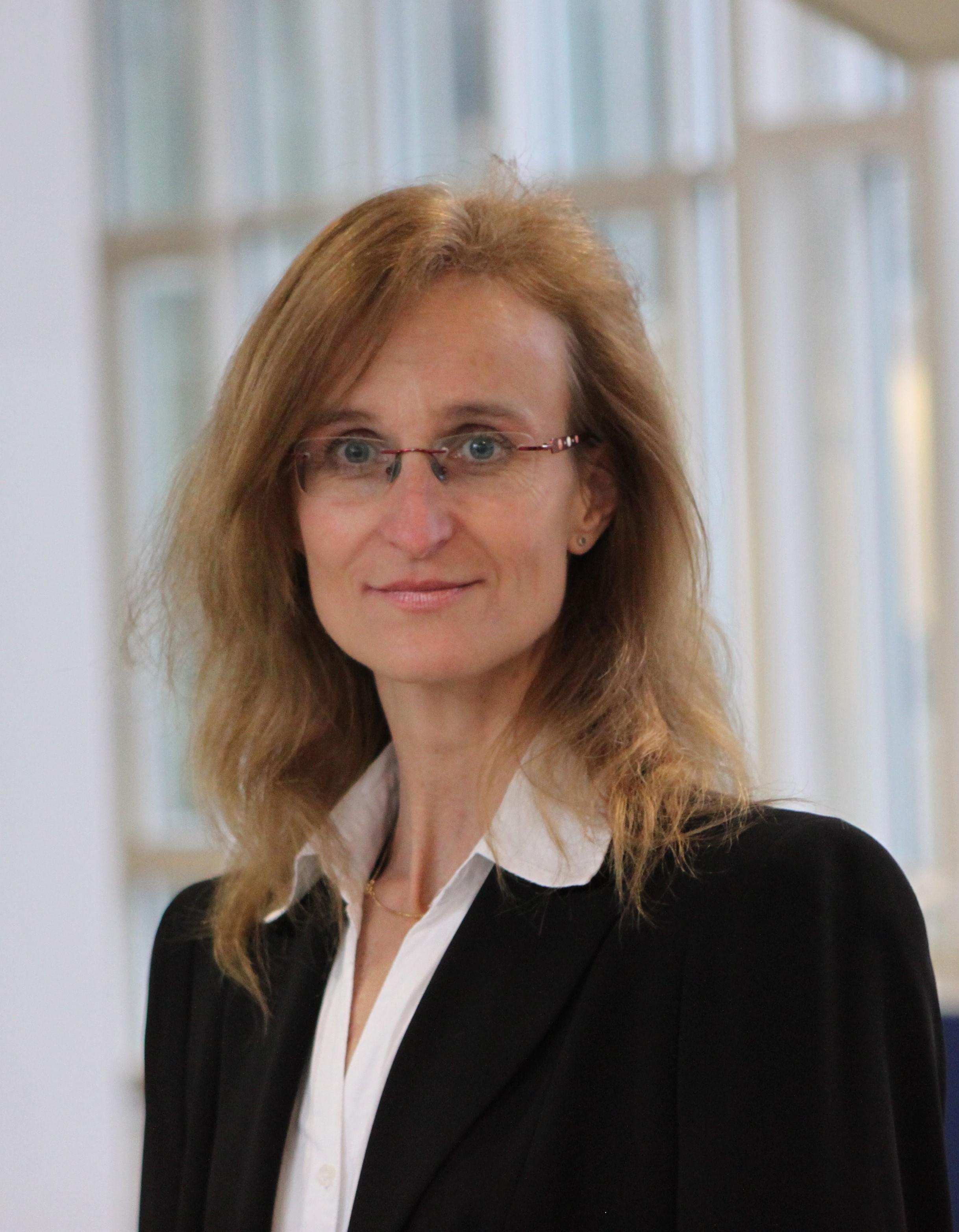 Frau Regina Nissen